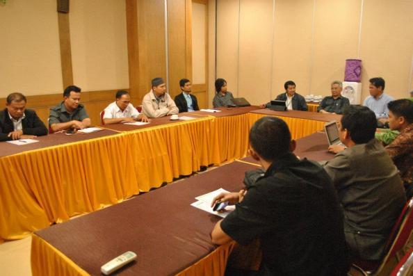 Tim Pemkab Berau bersama Tim Comlabs ITB membahas penerapan e-Government. (Foto Dok. Comlabs)